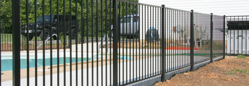 7 experts tips to install an aluminum fence powers fence for Fence installation tips