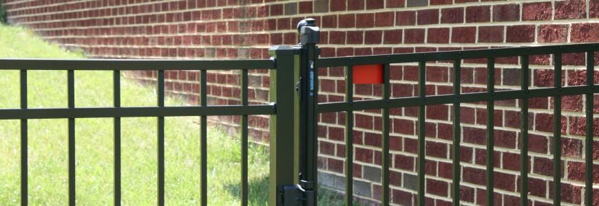 aluminum hinges on fence