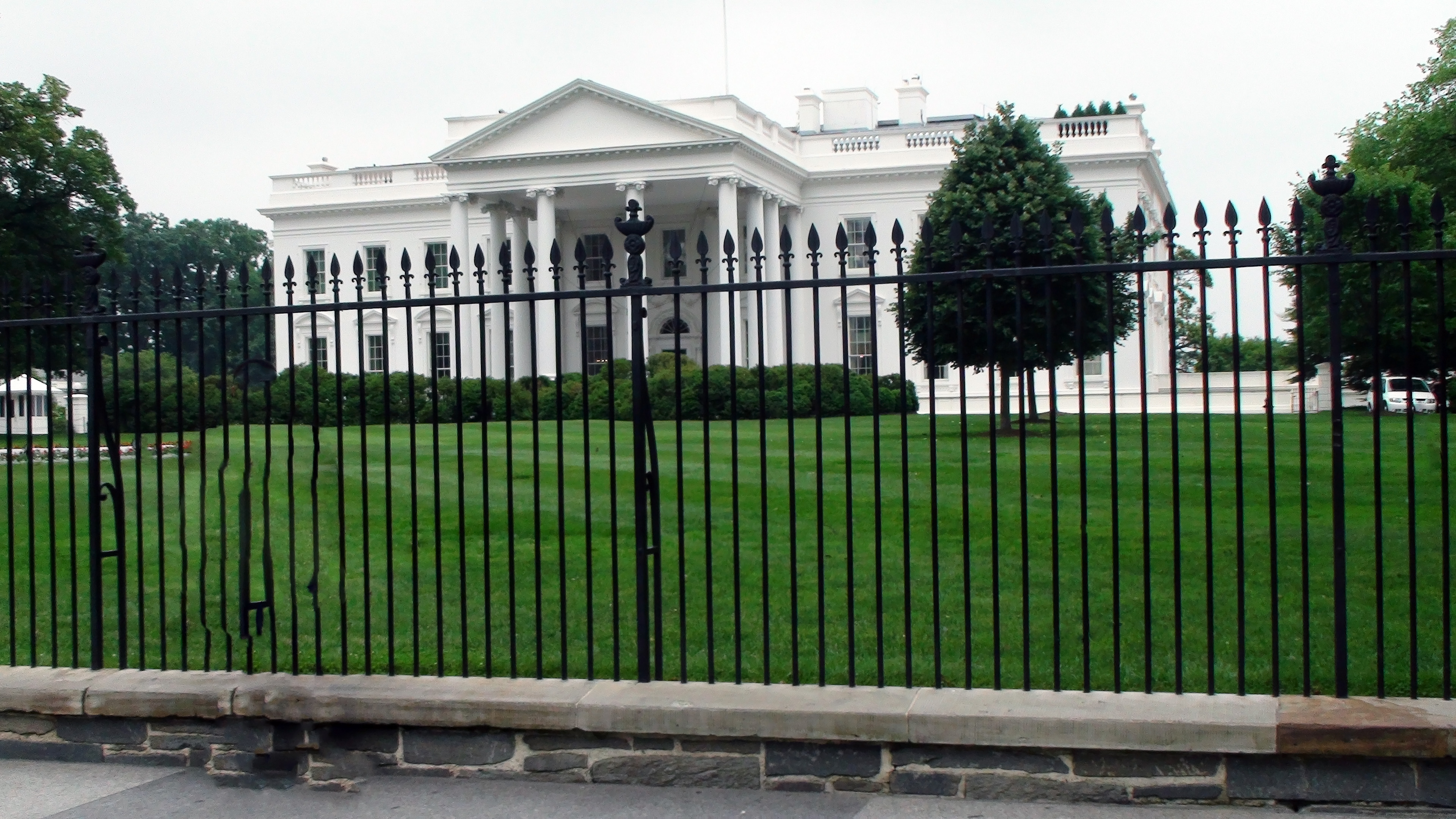 Cost to have a fence installed -  Aluminum Fencing In Front Of White House
